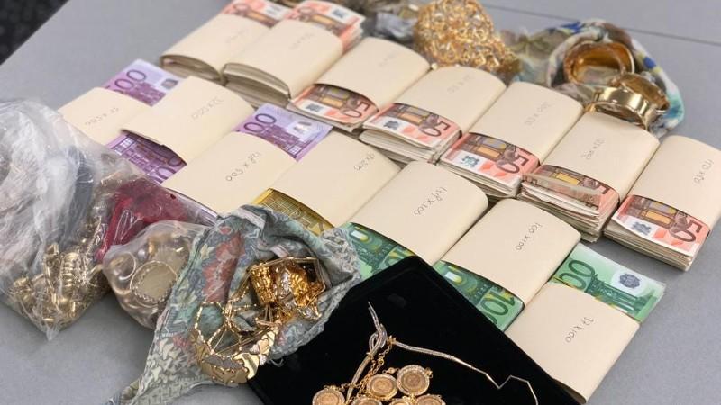 4,5 kilo sieraden en 210.000 euro cash in kluis (Foto: Politie.nl)