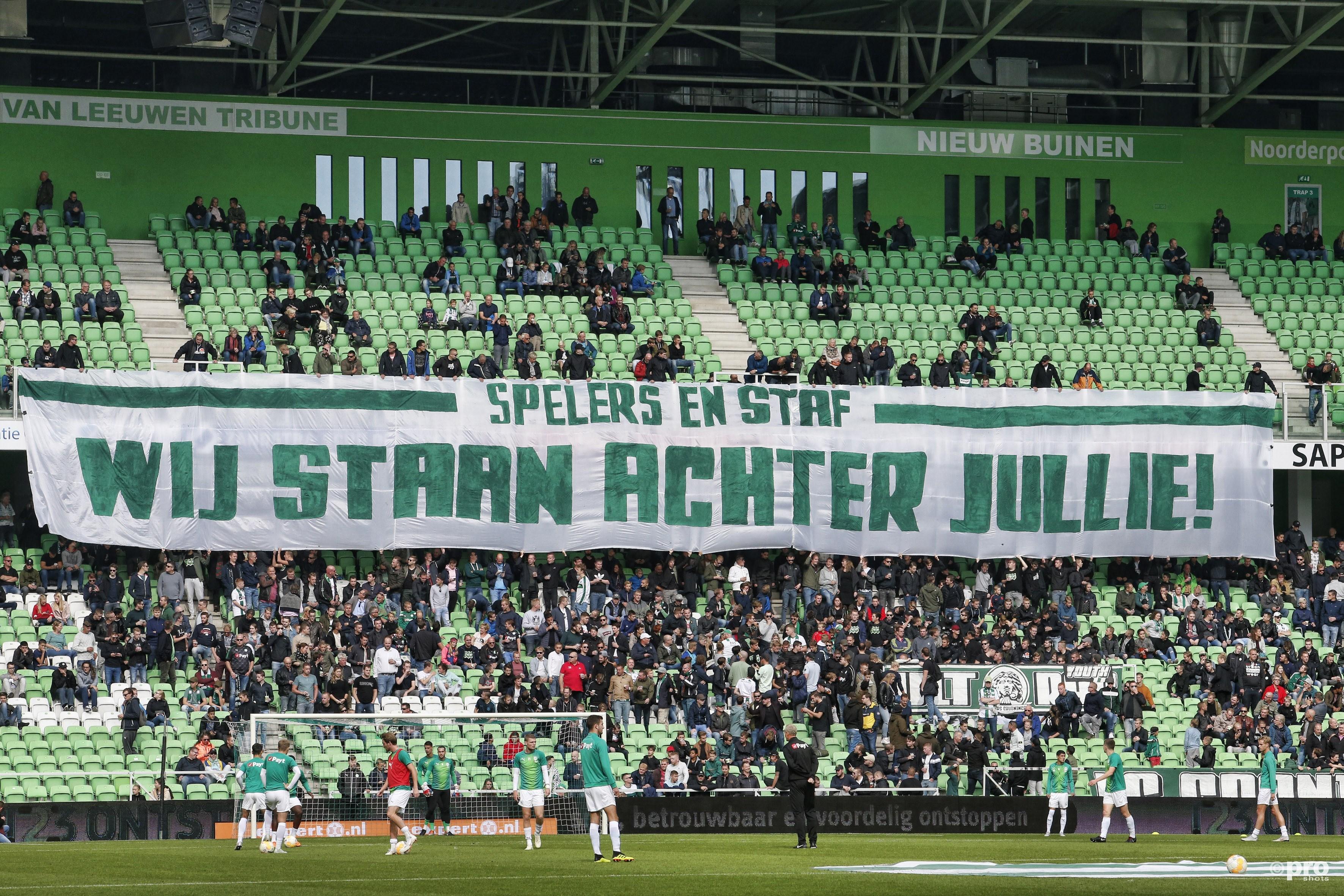 De supporters geven steun aan de plaatselijke FC. (PRO SHOTS/Henk Jan Dijks)