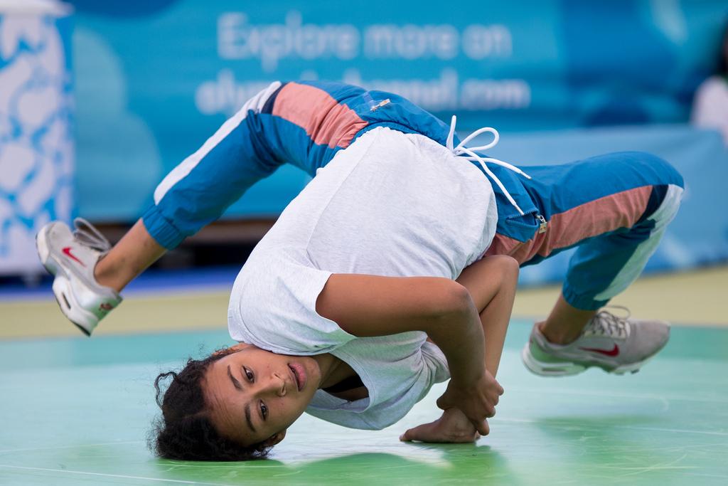 Trucjes in het breakdancen, zoals hier door B-girl Srta (Dylan Burns for OIS/IOC)
