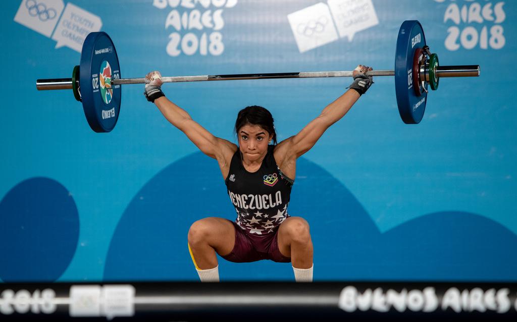 Katherin Oriana Echandia Zarate pakt Venezolaans gewichthefgoud bij de dames tot 44kg (Gabriel Heusi for OIS/IOC)