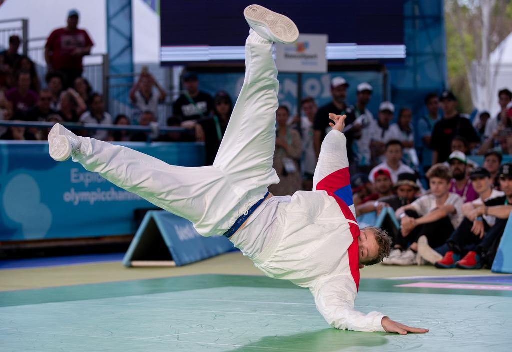 Sergei Chernyshev, uitkomend onder de naam Bumblebee, danst zich een weg naar het goud (Ian Walton for OIS/IOC)