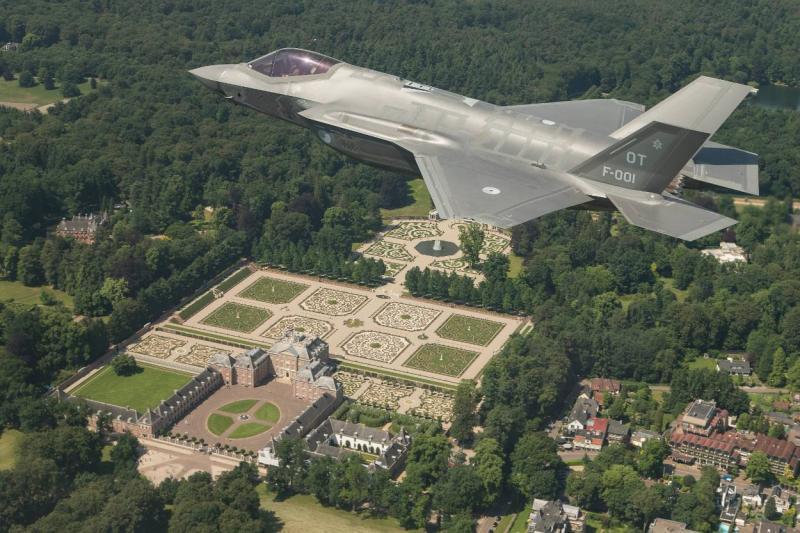F-35 tijdens een rondvlucht boven Nederland (Foto: Archieffoto Defensie.nl)