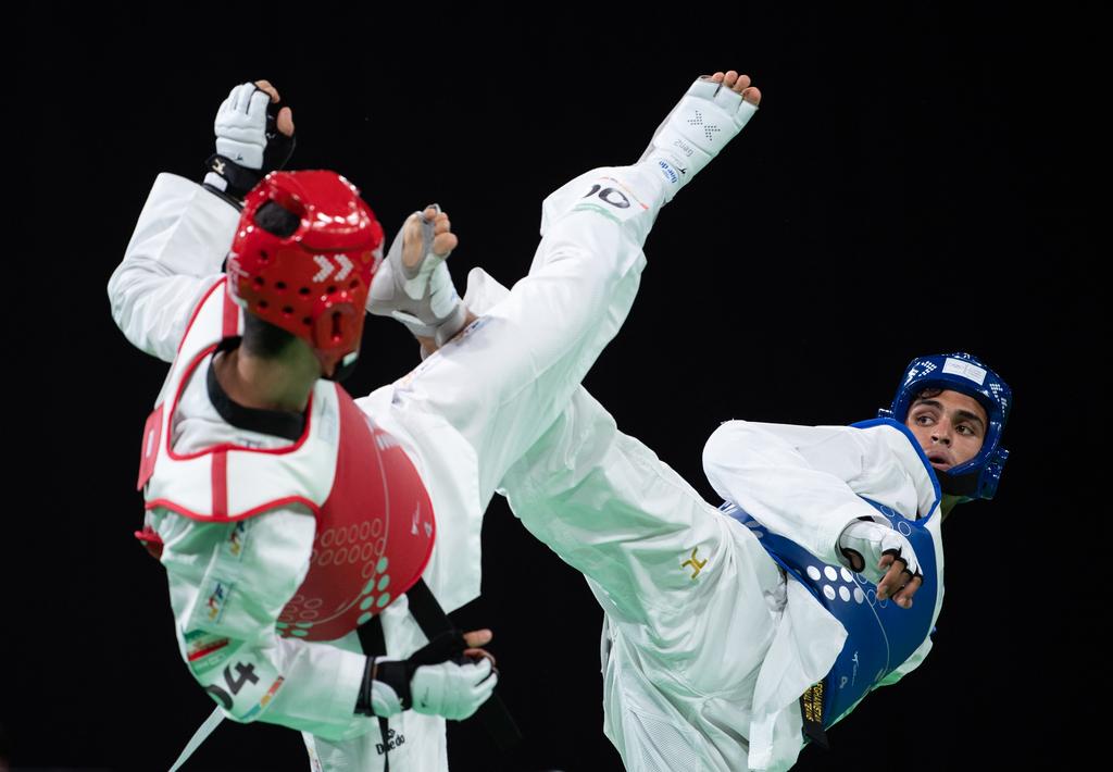 Taekwondoka Nisar Ahmad Abdul Rahimzai (blauw) trapte Afghanistan met brons de medaillespiegel op, hoewel hij hier de halve finale verloor van de Iraniër Mohammadali Khosravi (Lukas Schulze for OIS/IOC)