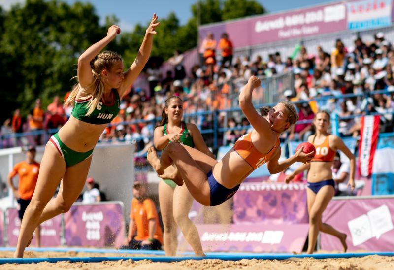 Nyah Metz schiet op doel in het verloren duel om brons tegen Hongarije (Ian Walton for OIS/IOC)