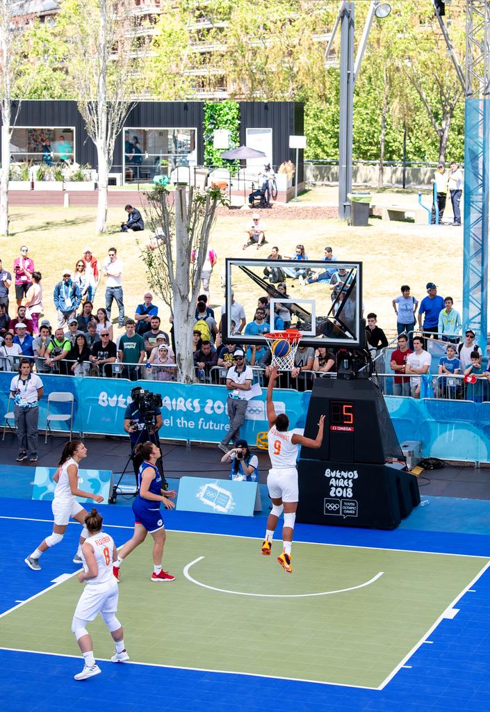 De Nederlandse basketbalsters in actie tegen Tsjechië (Lukas Schulze for OIS/IOC)