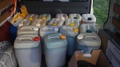 Drie aanhoudingen na vervoeren 400 liter drugsafval (foto: politie)