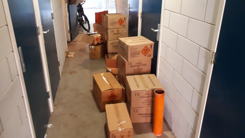 Henneplucht leidt naar 275 kg zwaar illegaal vuurwerk (Foto: Politie.nl)