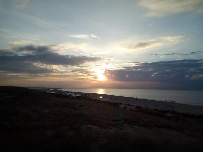 Zondag een fraaie zonsondergang bij Kijkduin (Foto: qltel)