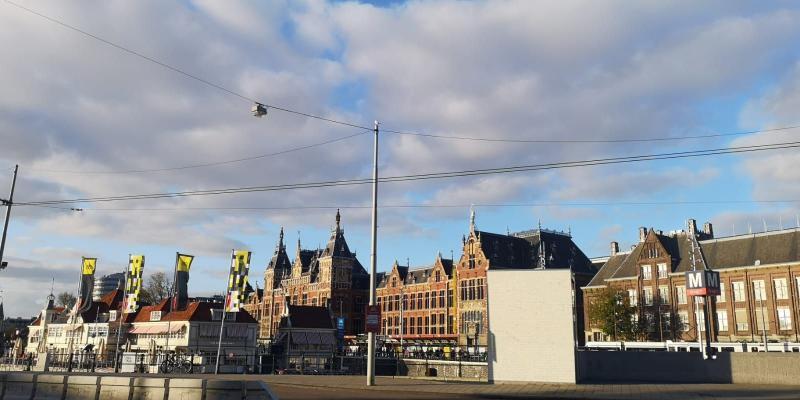 Amsterdam met wat wolkjes (Foto: DJMO)