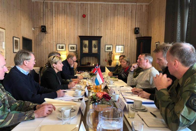 Minister en CDS bezoeken Trident Juncture (Foto: Defensie.nl)
