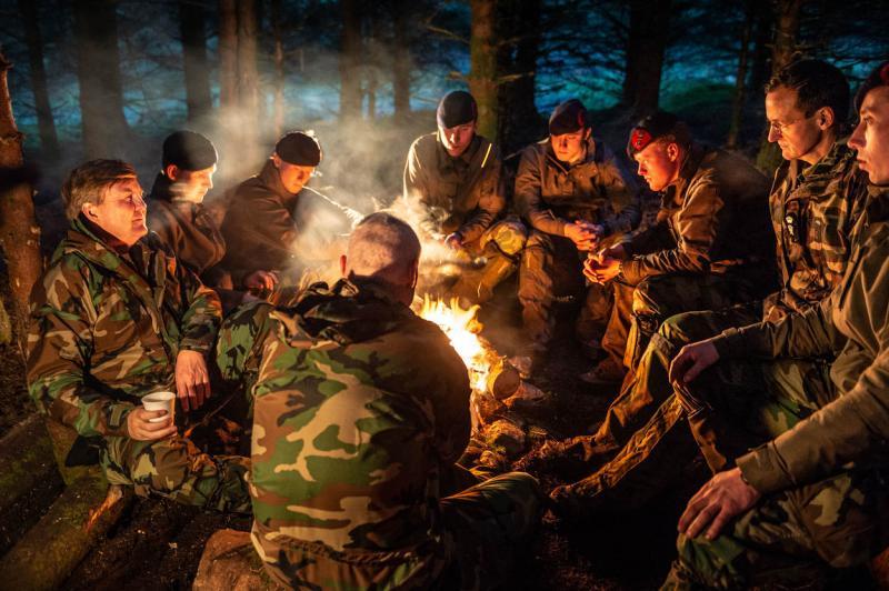 Koning met mariniers mee op bergtraining (Foto: Defensie.nl)