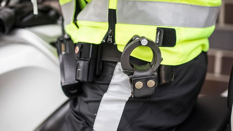 Vluchtende verdachte ramt meerdere auto's (Foto: Stockfoto politie.nl)