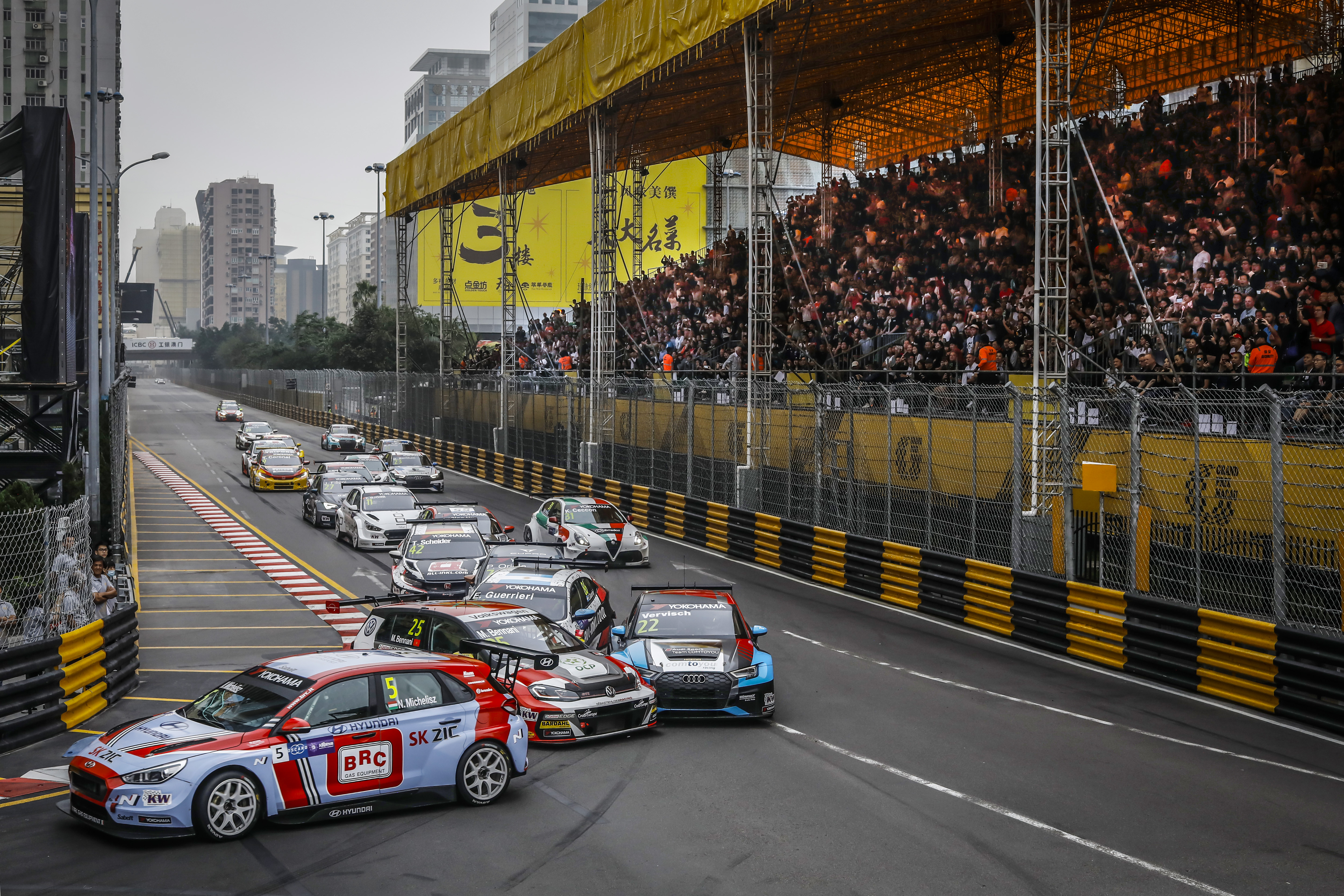2018 FIA WTCR Macau - crash Bennani / Vervisch