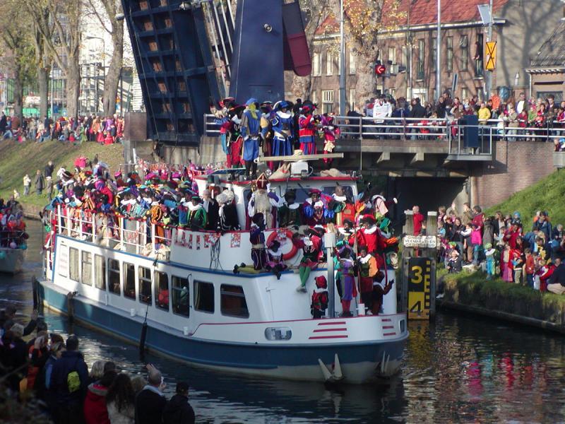 Intocht van Sinterklaas (MarkDB [Public domain], from Wikimedia Commons)
