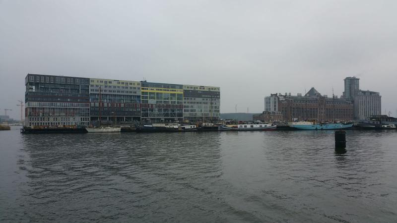 Tot yuppenwoningen omgebouwde graansilo's in Amsterdam  (Foto: Interpretatie)