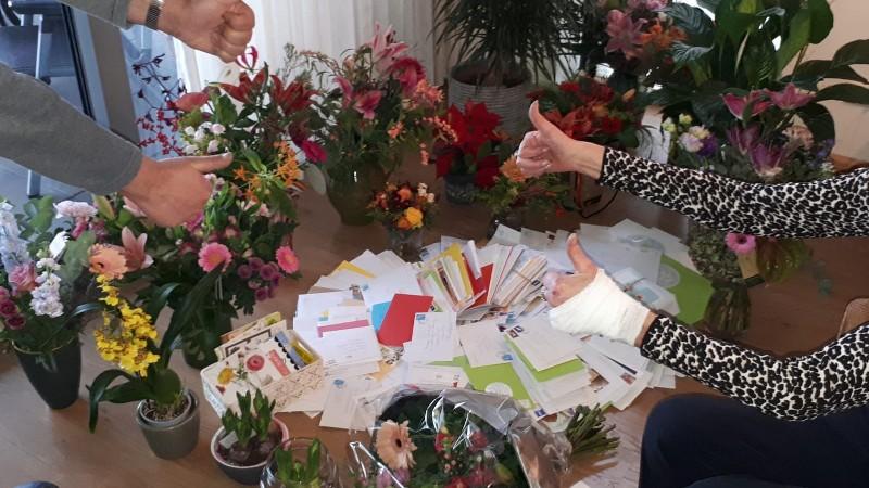 Slachtoffer straatroof overstelpt met kaartjes en bloemen (Foto: Politie.nl)