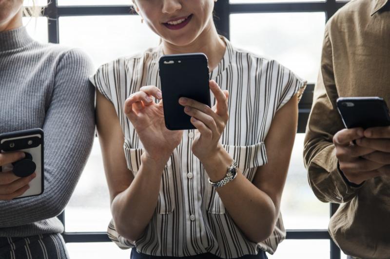 Nederlanders ruim 60 uur per maand online op smartphone (Foto ter illustratie)