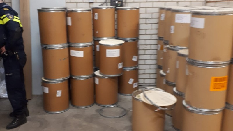 1200 kilo drugsgrondstoffen aangetroffen in Roosendaal (Foto: Politie)