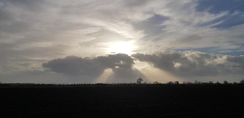 Mooie wolken boven de Maas bij Overasselt (Foto: StateOfMind )