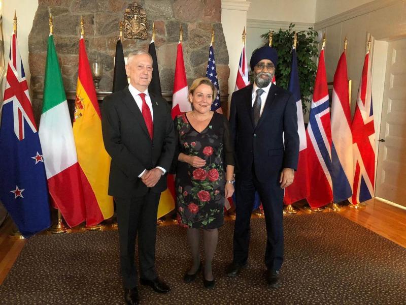 Vlnr: De defensieministers James Mattis, Ank Bijleveld-Schouten en Harjit Saijan. (Foto: Defensie)