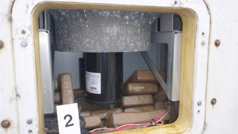 Douane vindt 65 kilo coke in koelmotor container (Foto: Openbaar Ministerie)