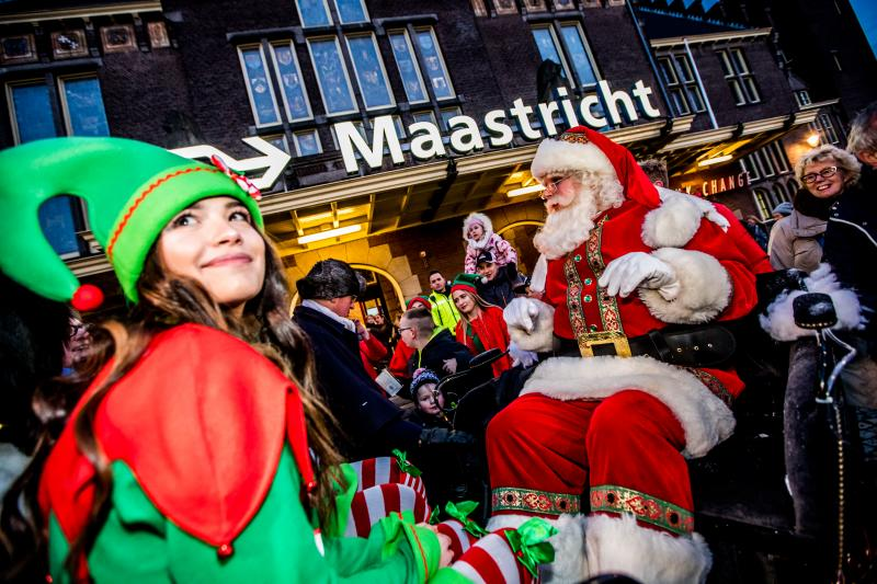 De Kerstman doet zijn intrede  (Foto: Maastricht Marketing - Focus 22)