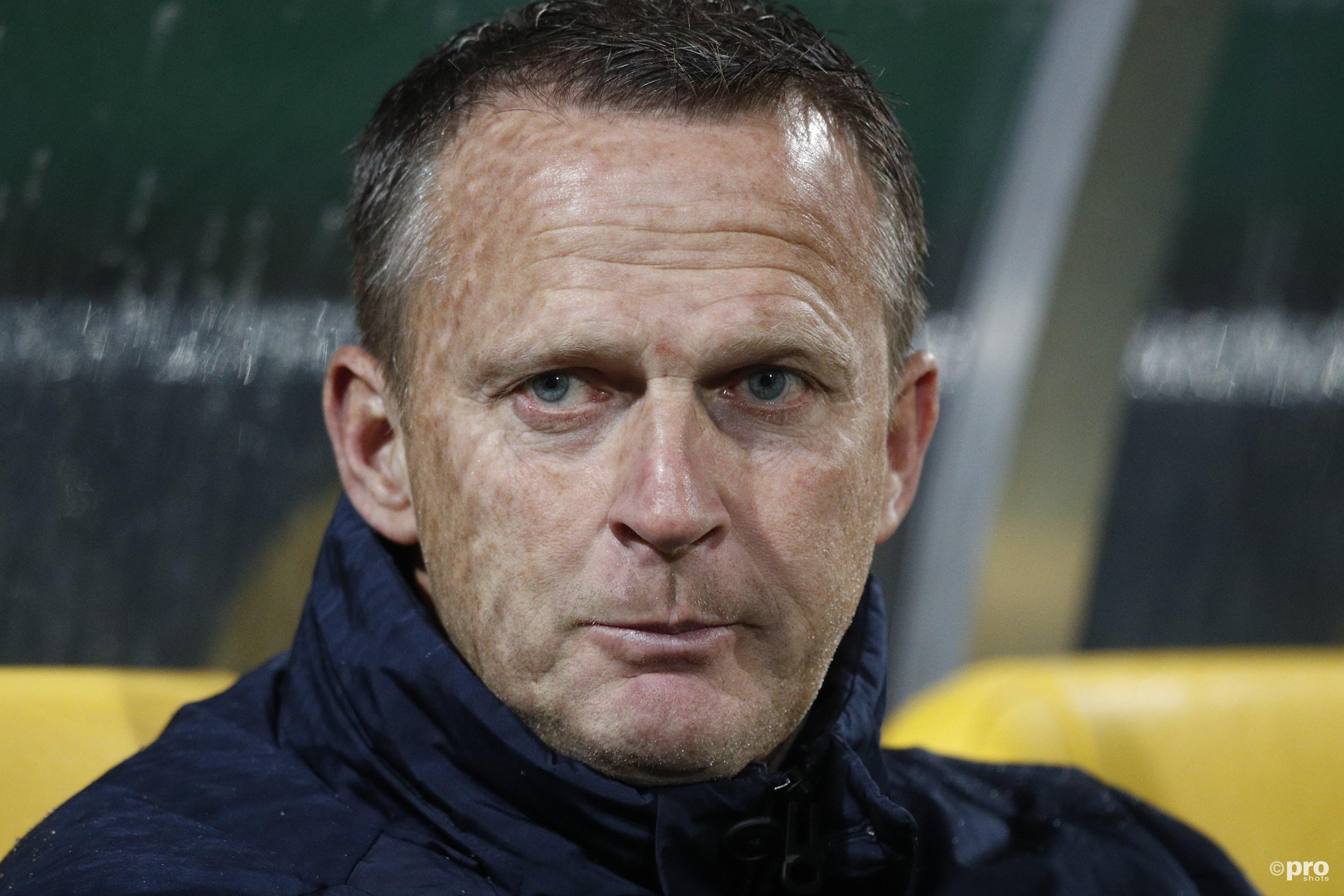 'Van den Brom aan het einde van het seizoen weg bij AZ' (Pro Shots / Joep Leenen)
