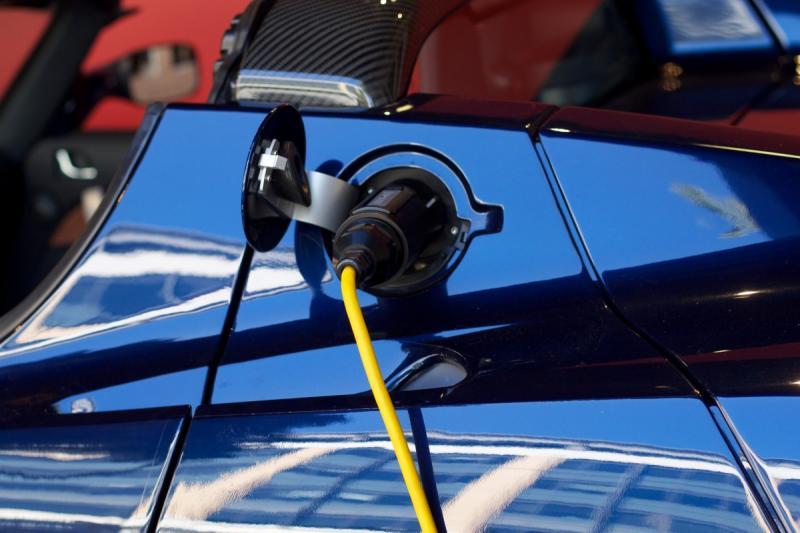 Consument wacht af bij elektrisch rijden (Stockfoto: PXhere)
