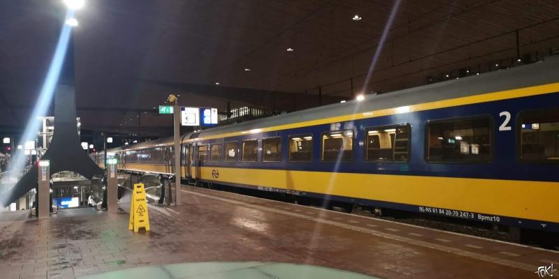 Een Intercity direct op Rotterdam Centraal Station (Foto: FOK!)