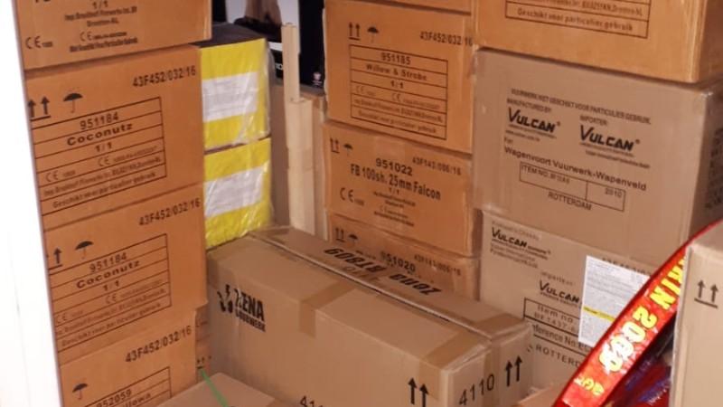 1000 kg illegaal vuurwerk in rijtjeswoning (Foto: Politie)
