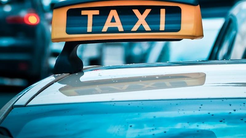 Dronken taxichauffeur zonder rijbewijs met vuurwapen opgepakt (Foto: Stockfoto politie.nl)