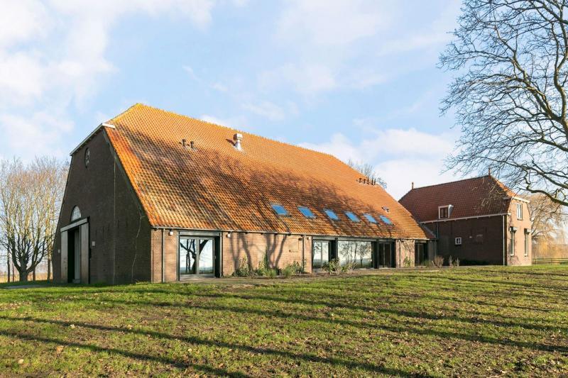 Fun met Funda #133: woonboerderij in Zuid-Beijerland
