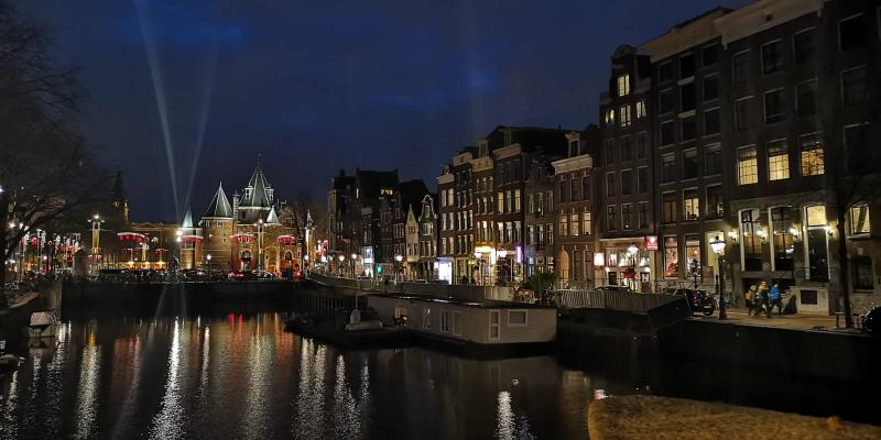 Amsterdam by night (Foto: DJMO)