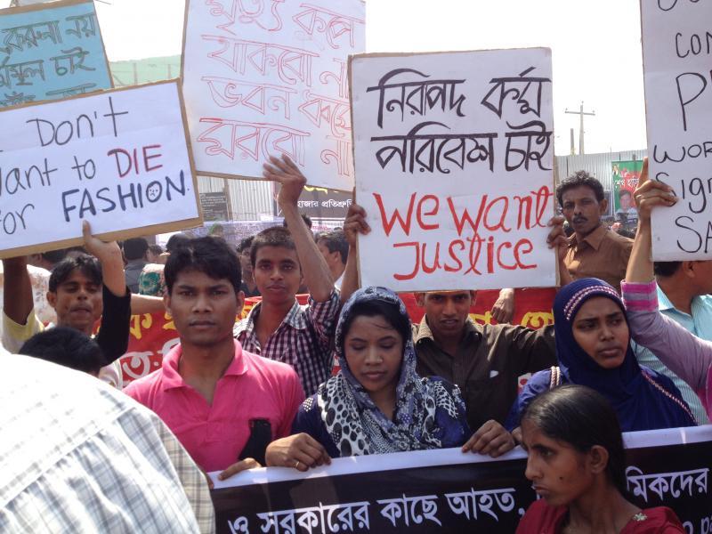 Protest voor arbeidsters kledingindustrie Bangladesh (Foto: Schone Kleren)