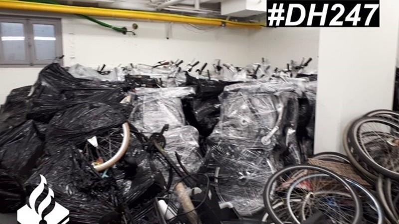 Gestolen lokfiets leidt naar kelder vol fietsen (Foto Politie Den Haag)