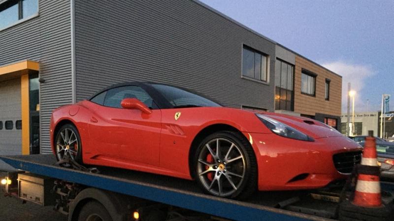 Verdachte van drugshandel komt in Aston Martin naar de rechtbank (Foto: Openbaar Ministerie)