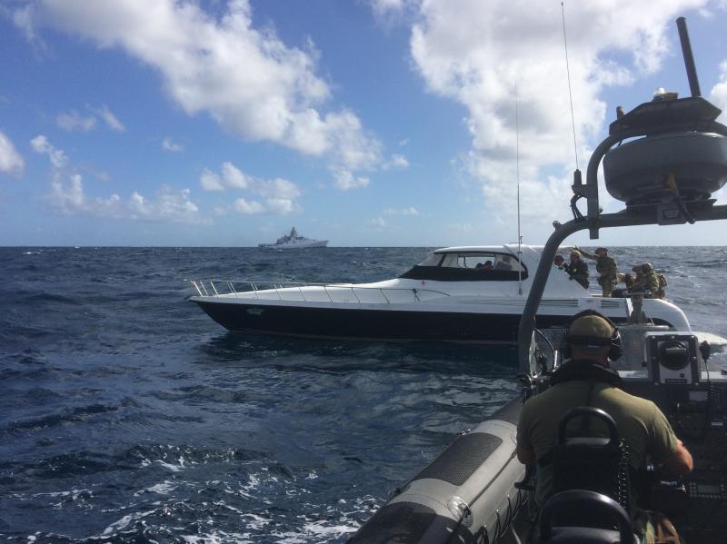 Marineschip onderschept ruim 2000 kilo drugs  (Foto: Defensie)