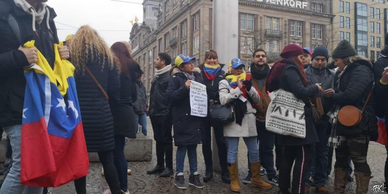 Demonstratie op de Dam tegen Maduro (Foto: FOK!)