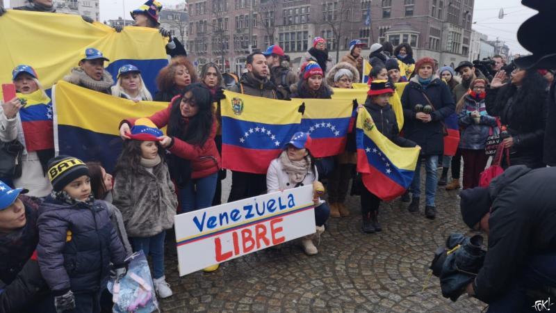 Protest op de Dam tegen Maduro (Foto: FOK!)
