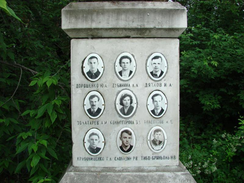 De tombe waar de 9 slachtoffers van het drama samen begraven liggen  (Foto: Wikimedia)