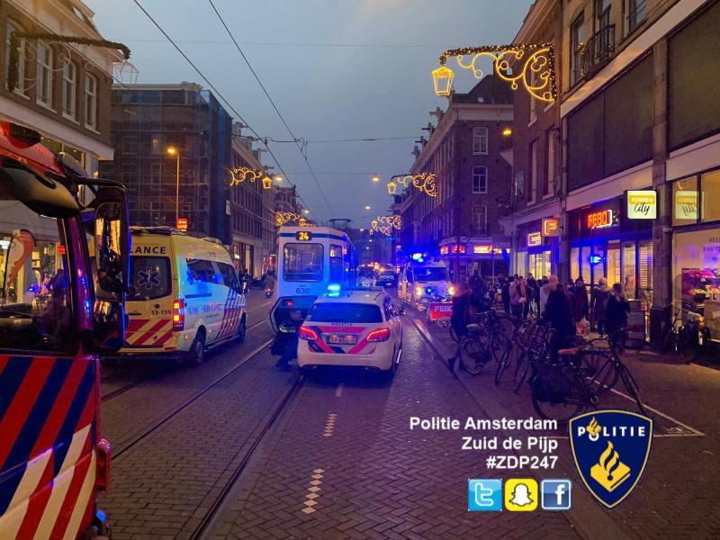 Politie gehinderd bij reanimatie in tram (Foto: Politie Amsterdam Zuid de Pijp)