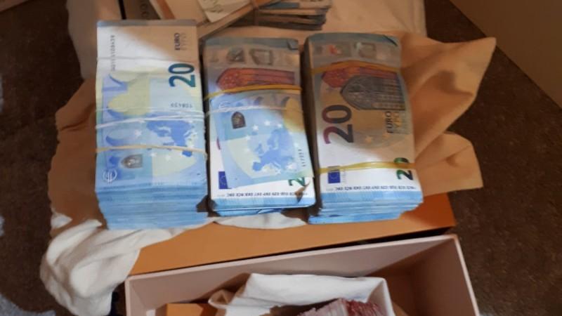Politie vindt 50 kg coke en 40.000 euro in Den Bosch (Foto: Politie)