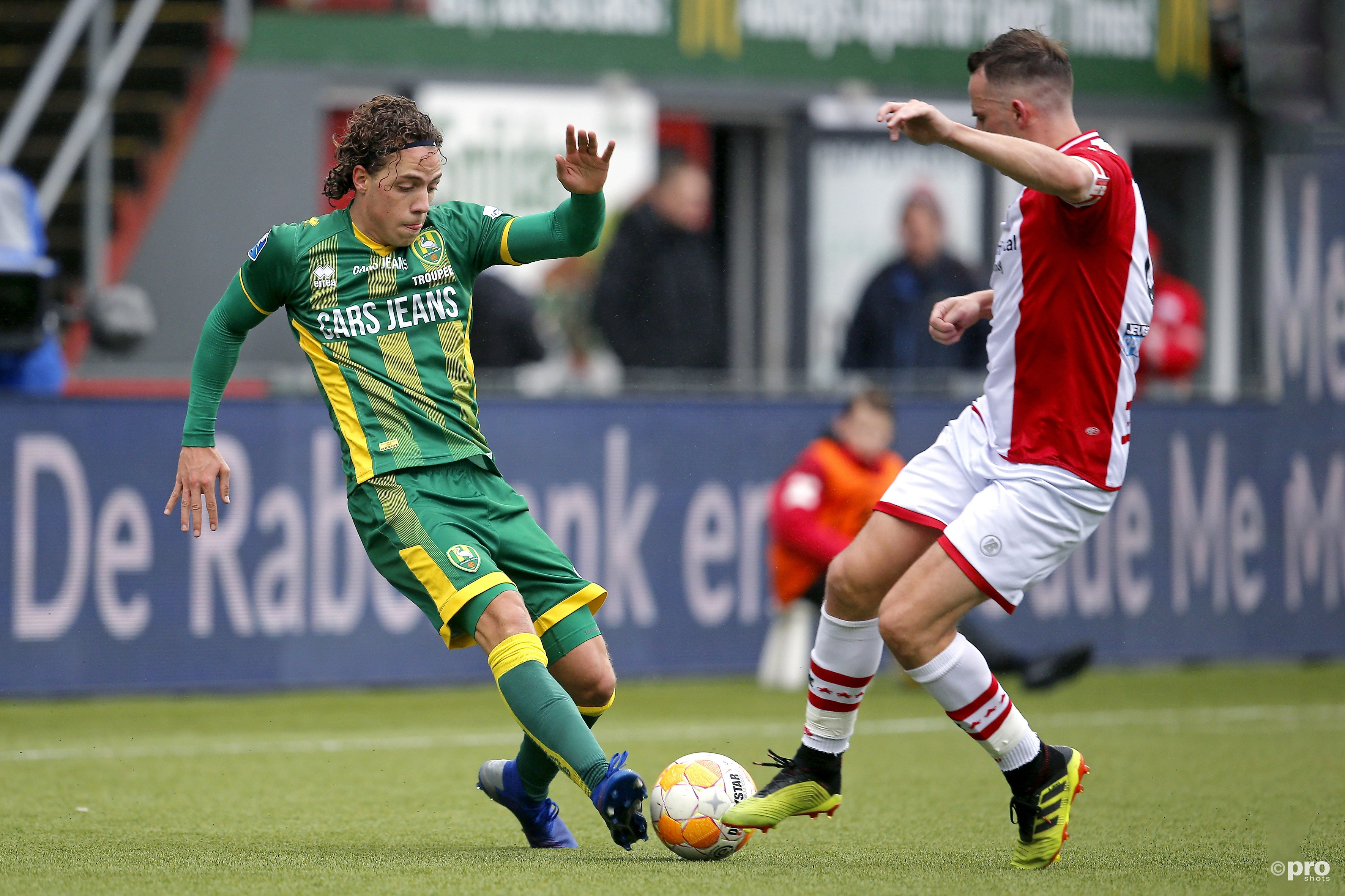 ADO Den Haag player Giovanni Troupee (L) and FC Emmen player Anco Jansen (R) during the game Emmen - ADO. (PRO SHOTS/Niels Boersema)