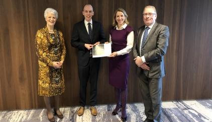 foto van links naar rechts: NOVB-voorzitter Sybilla Dekker, Rover-directeur Freek Bos, Staatssecretaris Stientje van Veldhoven en voorzitter van de ROCOV's  Jan van Leijenhorst.
