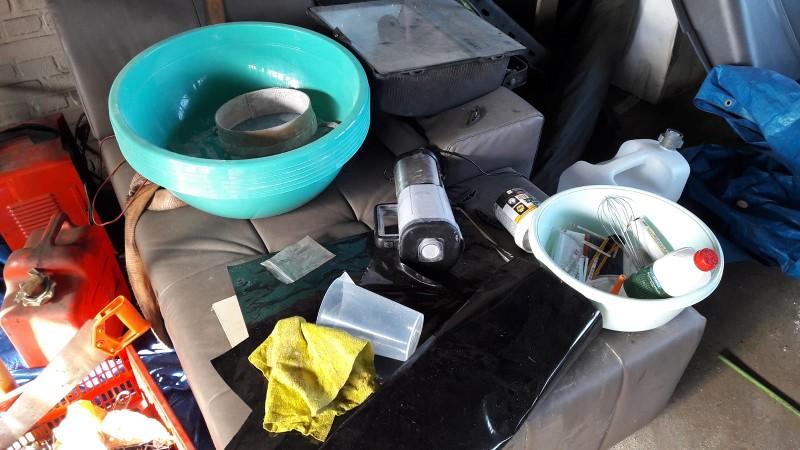Garage in Oud-Beijerland blijkt onderkomen drugslab (Foto: Politie)