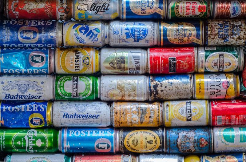 Vrouw neemt bier tegen de stress na neermeppen man (Foto ter illustratie: Pixabay)