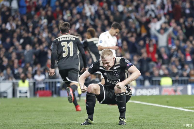 Waar is Donny van de Beek mee bezig tijdens de wedstrijd van Ajax tegen Real Madrid? (Pro Shots / Stanley Gontha)