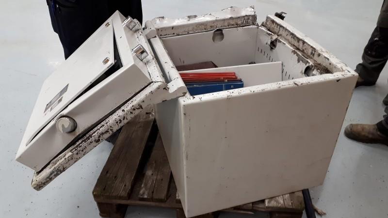 Drietal opgepakt met gestolen kluis in huurauto (Foto: stockfoto Politie)