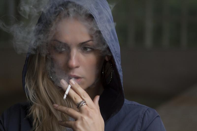 Onderzoekers: 'zet wijkagent in voor rookvrij schoolterrein' (Foto ter illustratie: Pixabay)