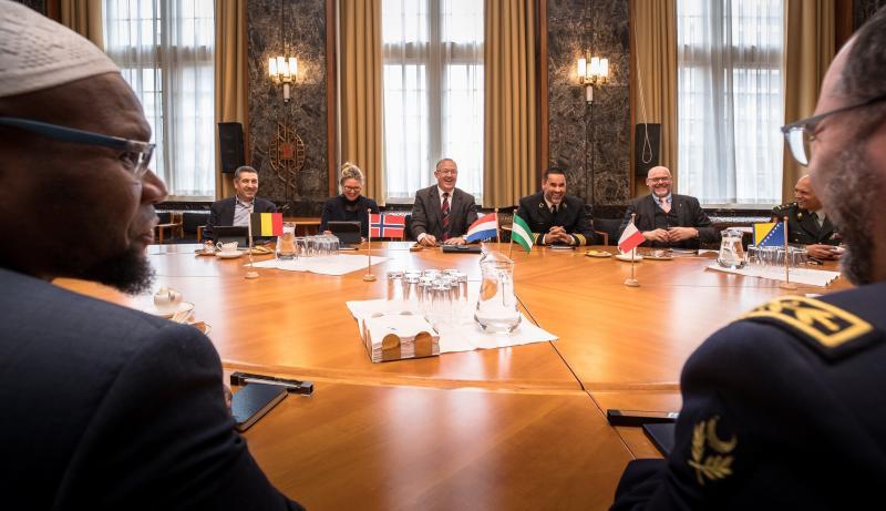 De hoofdkrijgsmachtimams werden ontvangen door burgemeester Aboutaleb (Foto: Defensie.nl)
